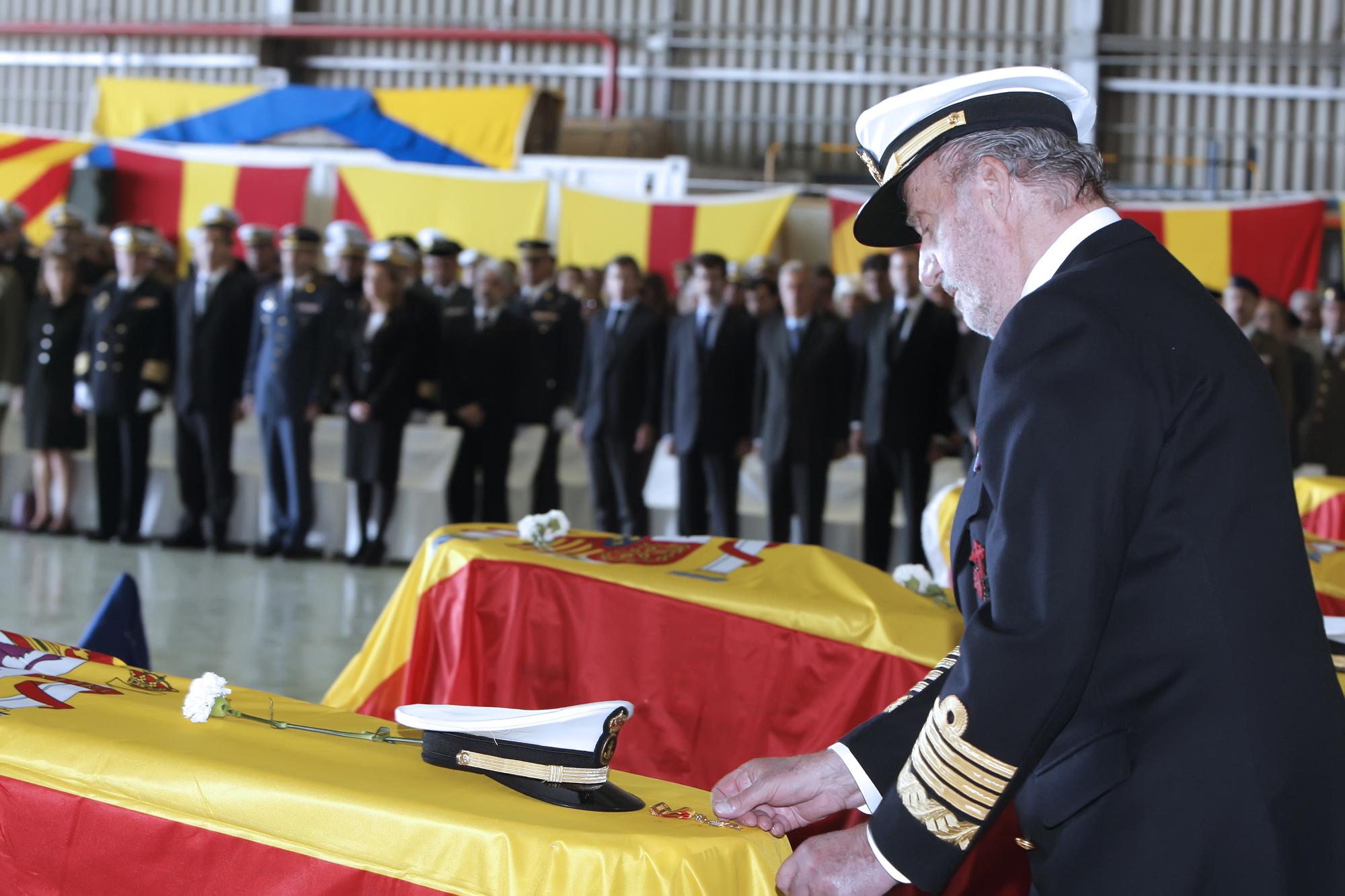 SS.MM El Rey preside el funeral de los militares muertos en Haiti