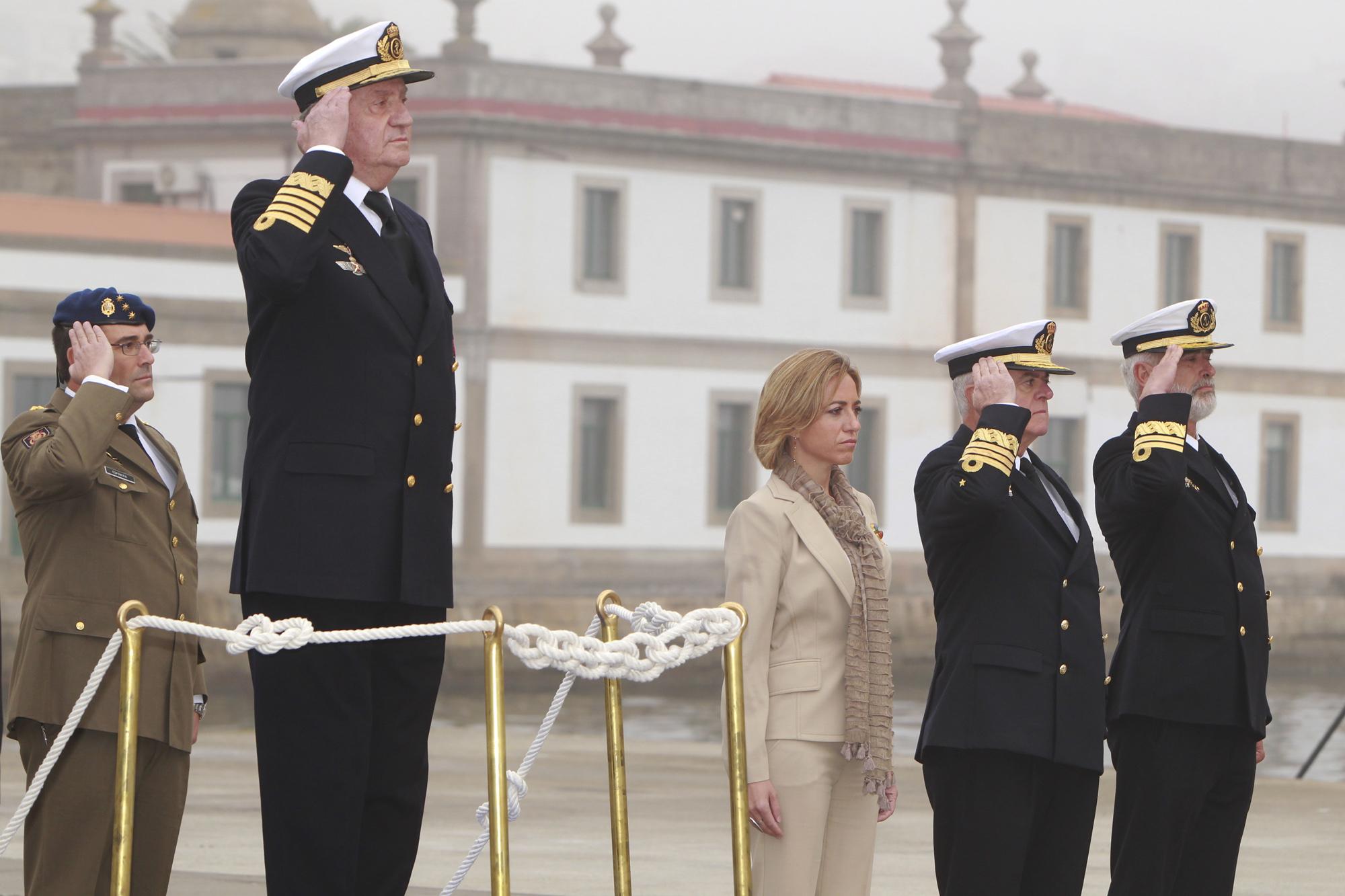 Armée Espagnole/Fuerzas Armadas Españolas - Page 7 DGC_20100930_SMRey_Chacon_entrega_portav_Armada_02_G