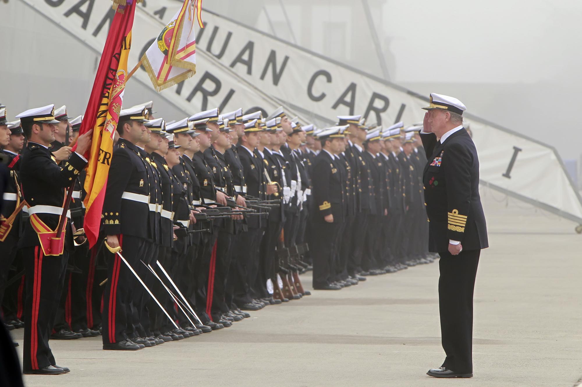 Armée Espagnole/Fuerzas Armadas Españolas - Page 7 DGC_20100930_SMRey_Chacon_entrega_portav_Armada_03_G