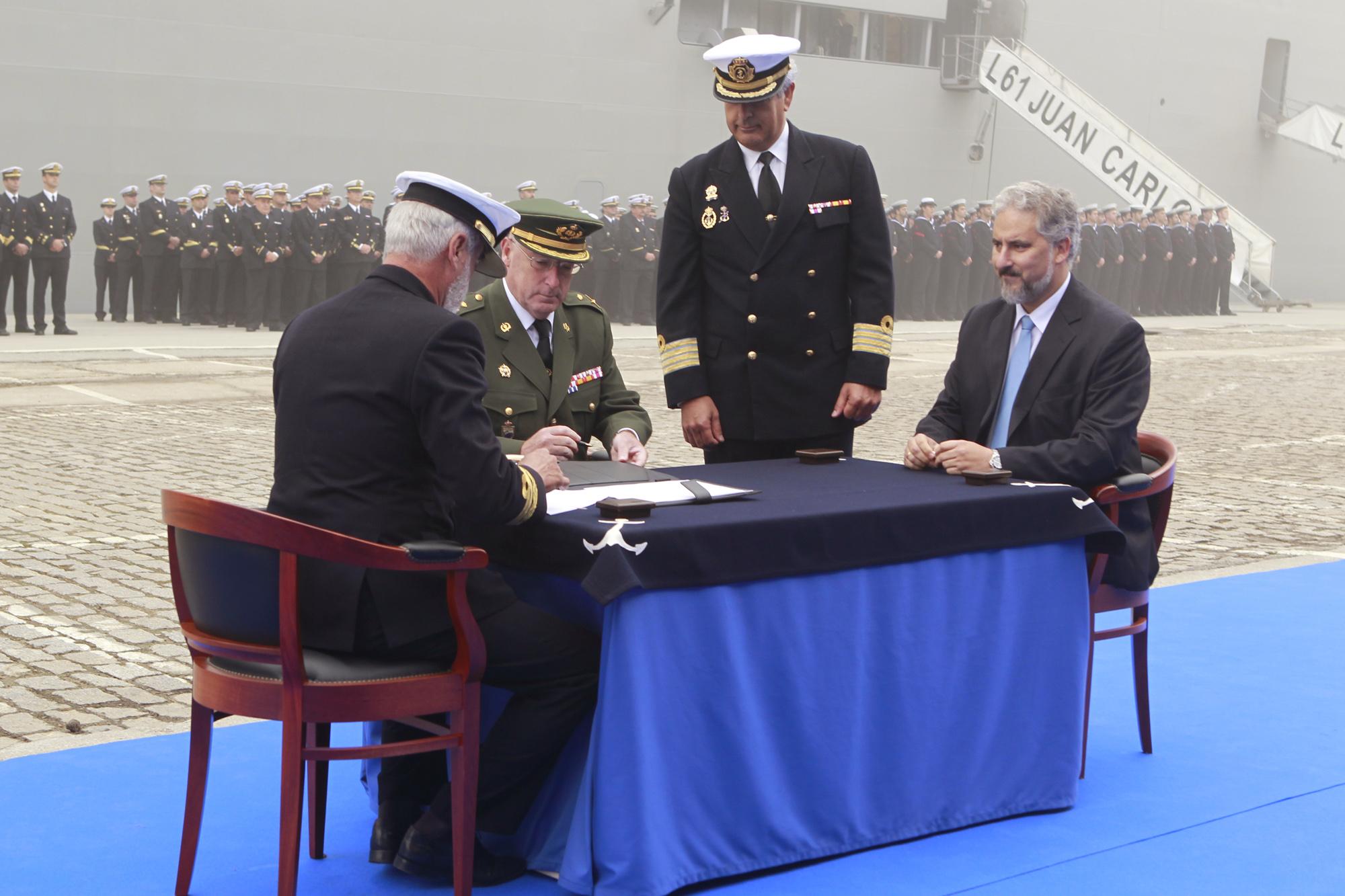 Armée Espagnole/Fuerzas Armadas Españolas - Page 7 DGC_20100930_SMRey_Chacon_entrega_portav_Armada_05_G