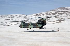 Las tropas españolas distribuyen ayuda de emergencia a 53 familias afganas aisladas por la nieve