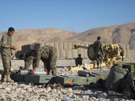 Para la realización del ejercicio,las piezas de artillería,hicieron fuego con proyectiles rompedores y fumígenos sobre la zona de caída situada a 8 kilómetros