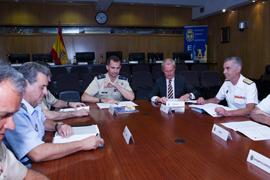Don Felipe estuvo acompañado por el ministro de Defensa,Pedro Morenés