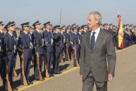 El ministro de Defensa, Pedro Morenés pasa revista en la Academia Básica del Aire