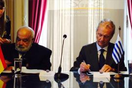 España y Uruguay firman su primer tratado de Defensa